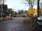 Thijmstraat met verkeersplateau (links) en Tollensstraat (rechts)